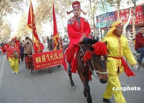 """传统七夕升温 """"中国式婚礼""""高调回归图片"""