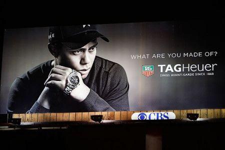 瑞士豪雅手表拒绝伍兹代言高清图片