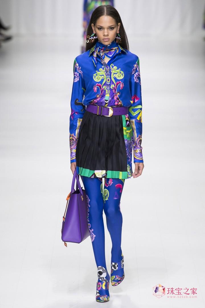 versace 范思哲 设计师 春夏 时装秀 图腾 元素 摩登 街头